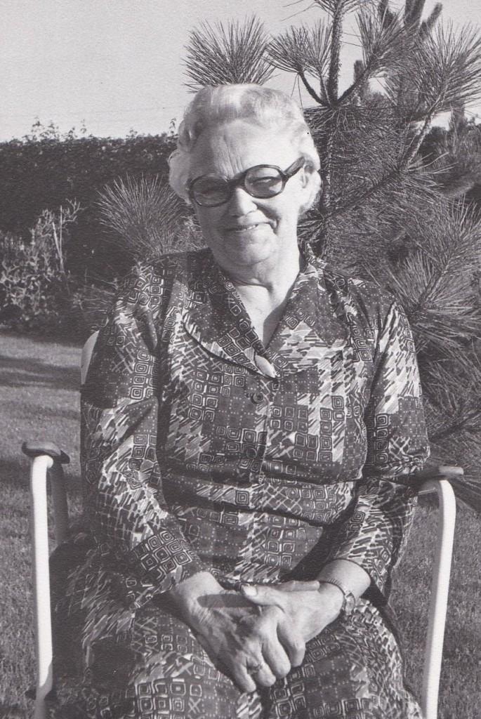 Anine Mikkelsen (1907-1997)