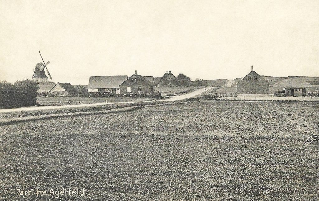 Agerfeld, som det tog sig ud på postkort i 1900-tallets tidligste begyndelse.