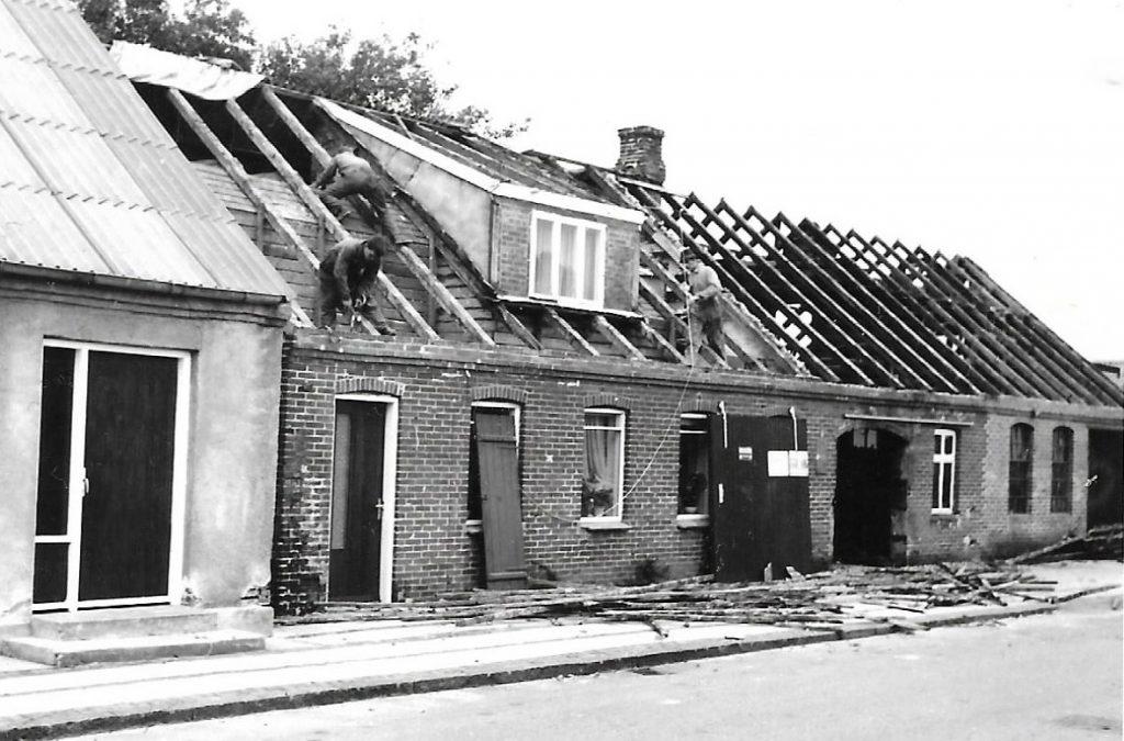 Der lægges nyt tag hos smedemester Bertelsen, 1962.