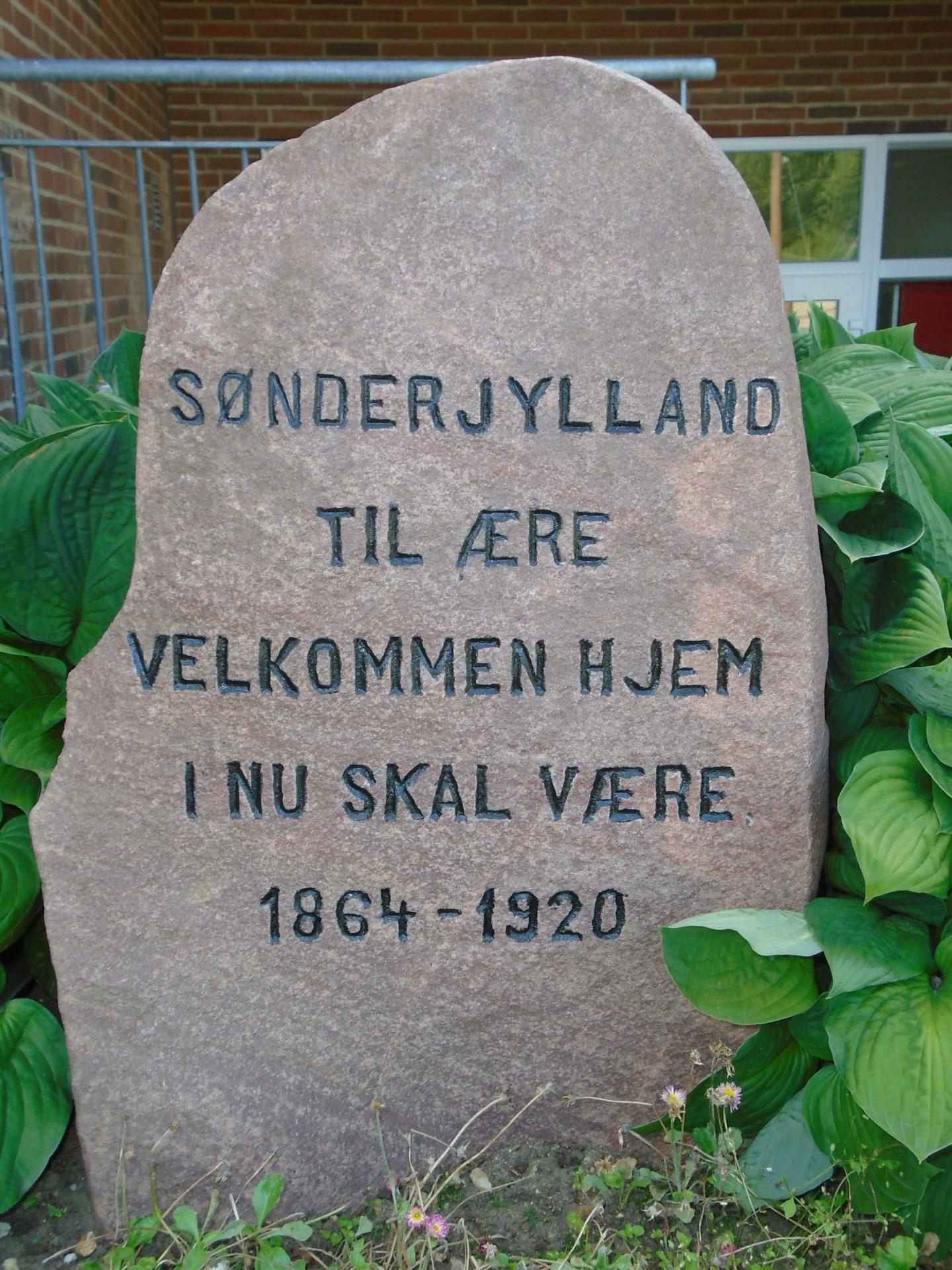 Mindestenen rejst i Vind på foranledning af Anders Kjær (1859-1945) til minde om Genforeningen i 1920.