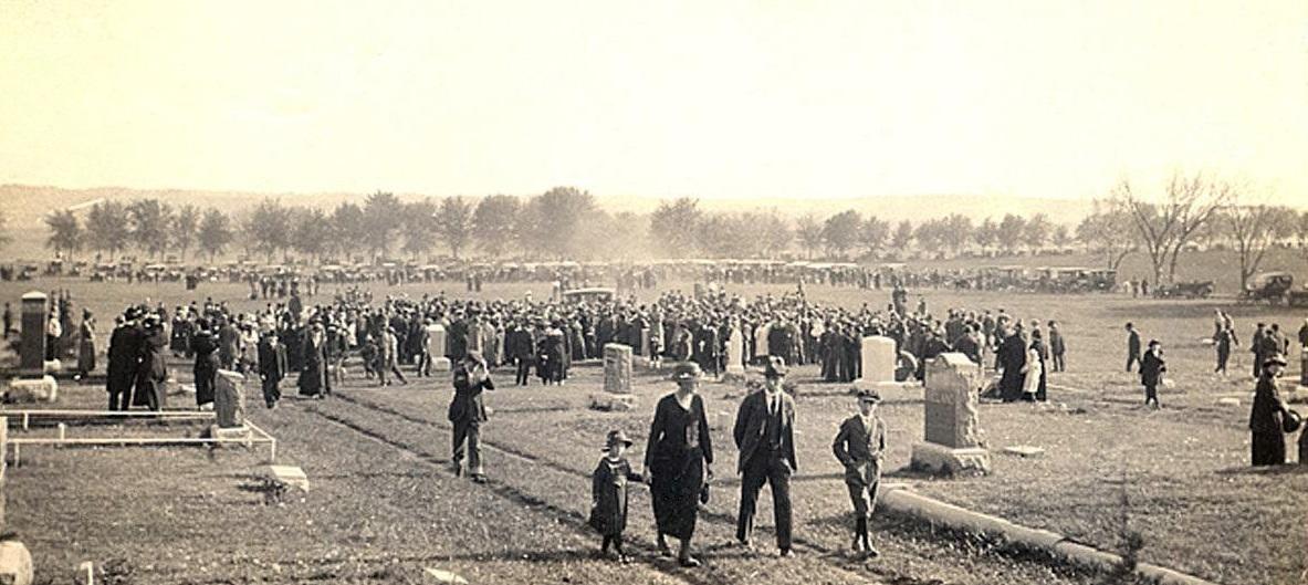 Et udsnit af følget ved Tinus Christensens begravelse i maj 1921. Kilde: 'Blair Historic Preservation Alliance'.