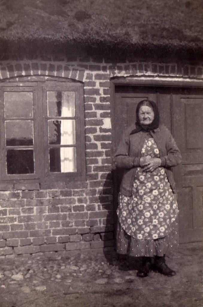 Mette Kirstine Jacobsen (1849-1942), i sin samtid bedre kendt som 'Stine Vinge'. Årstal ukendt.