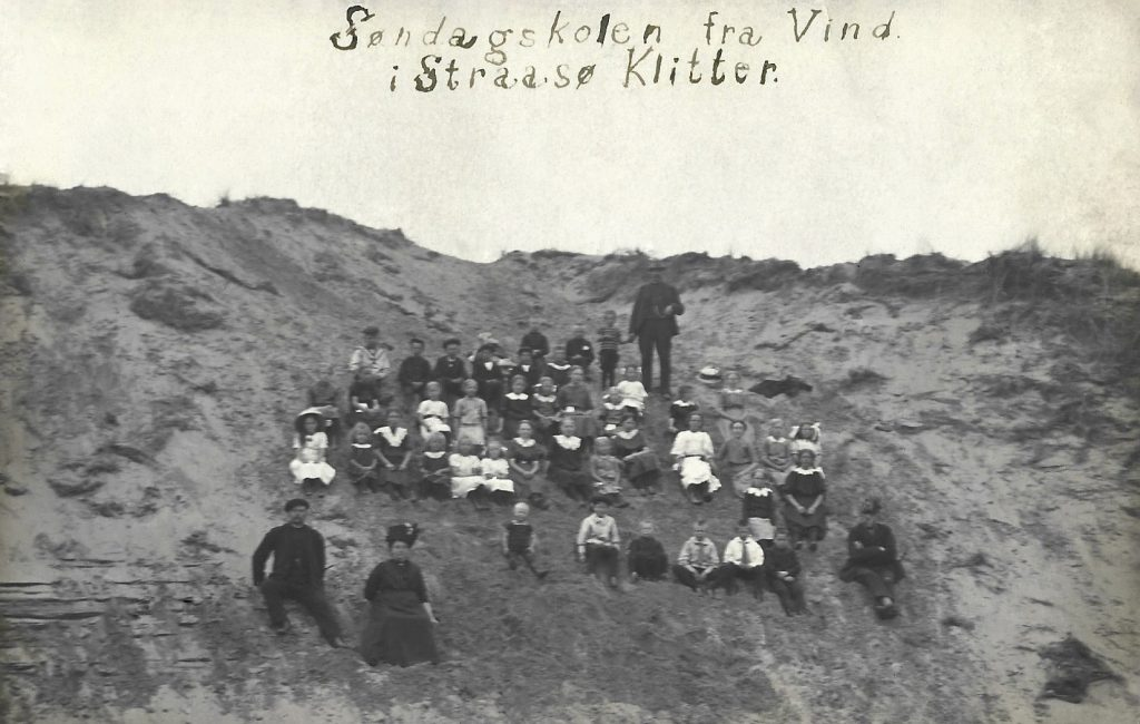 Søndagsskoleudflugt til indlandsklitterne i Stråsø, omkring 1915.