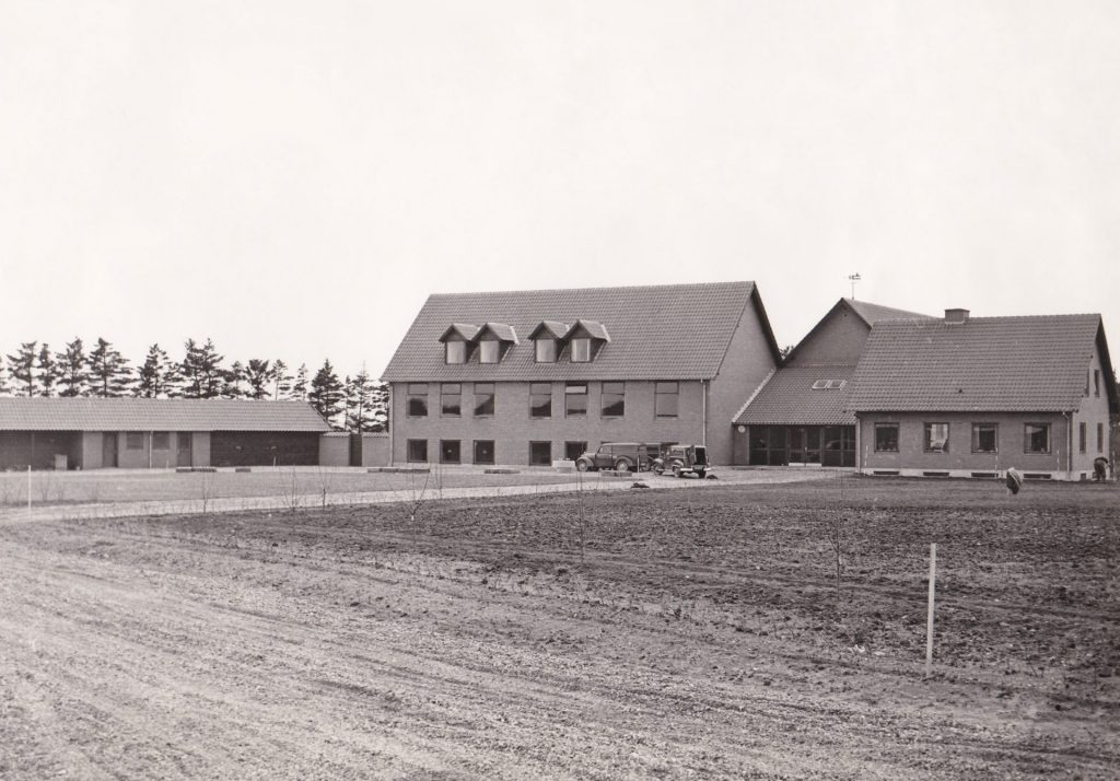 Vind Skole omkring tidspunktet for indvielsen i 1953.
