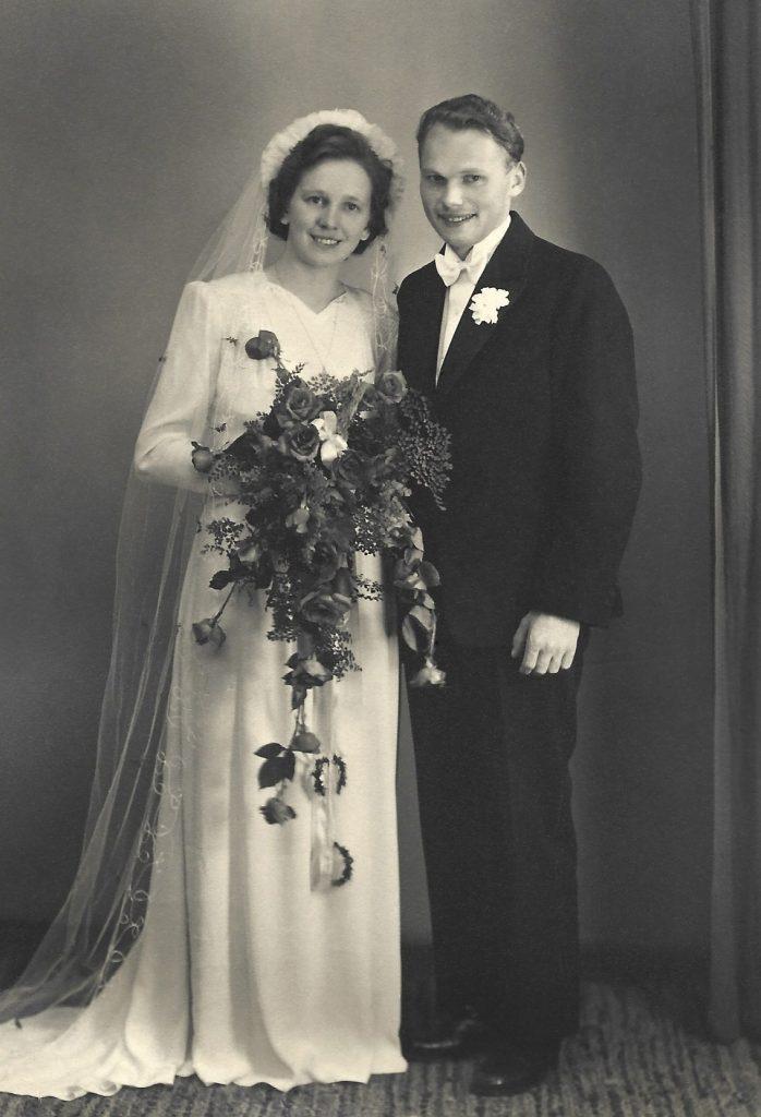 Johanne og Edvard Bendtsen fotograferet på deres bryllupsdag i 1946.