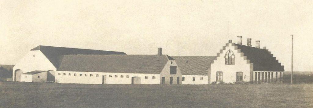 Kirkegård, som det tog sig ud i Anders og Kjeld Kirkegaards ungdom. Her angiveligt fotograferet i 1917.