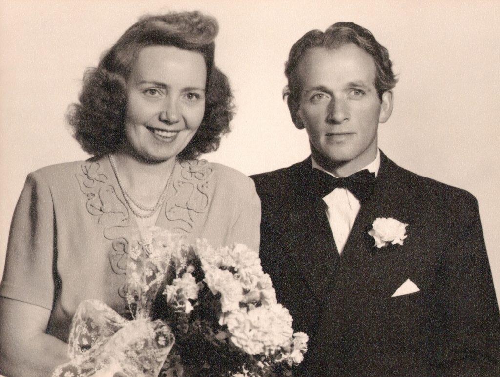 Elnor Malvine 'Molly' Syversen og Peder Emil Pedersen fotograferet på deres bryllupsdag i 1951.
